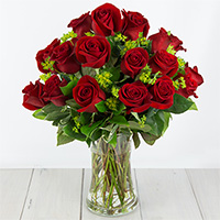 Bella Rosa Standard #2S Viviano short stemmed roses arranged with greens